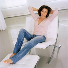 Aged To Perfection, English Actresses, Bell Bottom Jeans, Mom Jeans, Actors, Female, Hot, Pants, Clothes