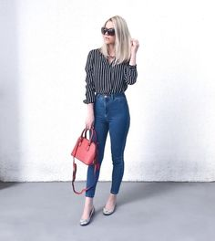 Look calça jeans skinny, camisa social listrada, sapatilha e bolsa pequena vermelha. Casual Work Outfits, Work Attire, Classy Outfits, Cute Outfits, Casual Chic, Look Office, Mode Jeans, Trendy Swimwear, Outfit Trends