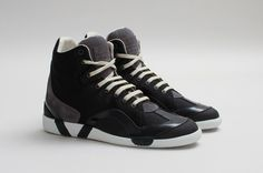 Releasing a new collection the 2013 F/W High-Top Sneaker by Maison Martin Margiela  More: http://freshersmag.com/maison-martin-margiela-2013-fw-high-top-sneaker/