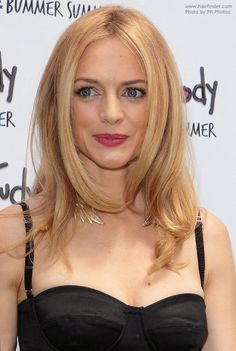 Heather Graham Long hairstyle for fine blonde hair with warm tones short bob cut hairstyles for fine thin hair 2009 - Thin Hair Cuts Heather Graham, Thin Hair Styles For Women, Medium Hair Styles, Long Hair Styles, Haircuts For Fine Hair, Cut Hairstyles, Blonde Hairstyles, Formal Hairstyles, Hair Color 2017