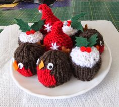 Image result for ferrero rocher knitted christmas pudding Frugal Christmas, Christmas Craft Fair, Christmas Cover, Christmas Sewing, Christmas Hat, Christmas Makes, Christmas Projects, Christmas Tree Ornaments, Crochet Christmas