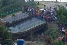 Carneiro culpa a la oposición de caída del puente de Guanape  http://www.facebook.com/pages/p/584631925064466
