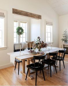 Dining Table - Buy New Furniture The Easiest Way By Utilizing These Pointers Windsor Dining Chairs, Black Dining Chairs, Modern Dining Room Chairs, Black Kitchen Chairs, Lounge Chairs, Side Chairs, Extension Dining Table, Dining Room Design, Large Dining Room Table