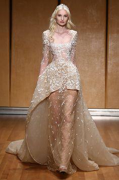 Speed Dating - Wedding Dresses & Gowns 2017 / metallic Inbal Dror wedding dress: www. Wedding Dress Trends, Dream Wedding Dresses, Designer Wedding Dresses, Designer Gowns, 2017 Bridal, Bridal Gowns, 2017 Wedding, Bridal Fashion Week, Mannequins
