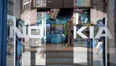 Avec Here, Nokia vient défier Google Maps et Apple Plans  Le finlandais a annoncé qu'il allait décliner son service de cartographie en applications Android et iOS. Nokia essaie ainsi de reprendre pied dans les smartphones en imposant ses logiciels sur les autres plateformes.