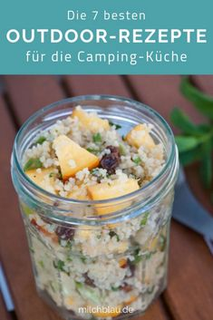 Our top 7 outdoor recipes (+ useful camping hacks) for your next camping holiday, a trekking tour or a road trip with car and tent. # recipe ideas The post Outdoor Recipes & 7 delicious dishes for camping and trekking appeared first on Food Monster. Camping Snacks, Camping Ideas, Camping Recipes, Camping Dishes, Diy Camping, Backpacking Recipes, Camping Cooking, Camping Checklist, Beach Camping