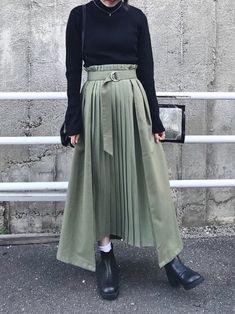 <img> A black turtleneck knit with a khaki deformed pleated skirt - Muslim Fashion, Modest Fashion, Hijab Fashion, Fashion Outfits, Apostolic Fashion, Modest Dresses, Modest Outfits, Casual Outfits, Long Skirt Outfits