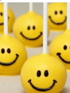 Cute smiley face cake pops