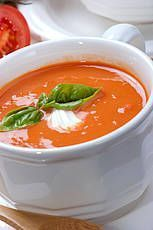 How do you make tomato soup? Easy Healthy Recipes, Raw Food Recipes, Cooking Recipes, Chowder Recipes, Soup Recipes, Thermomix Soup, Wie Macht Man, Soup Kitchen, Healthy Soup