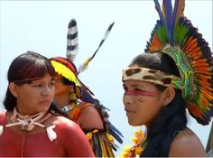 indios mulheres American Spirit, Native American, Amazon Tribe, Xingu, Amazon Rainforest, People Around The World, Indian Art, Aztec, Feathers