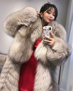 Fox Fur Coat, Parka Coat, Fur Coats, Fur Fashion, Womens Fashion, Fabulous Fox, Queen Photos, Furry Girls, White Fur