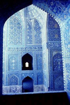 the Lotfollah Mosque,best example of the splendors of the Abassides.the Lotfollah Mosque,best example of the splendors of the Abassides. Islamic Architecture, Beautiful Architecture, Art And Architecture, Beautiful World, Beautiful Places, Style Oriental, Bleu Indigo, Iran Travel, Vietnam Travel