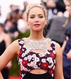 Jennifer Lawrence's slightly disheveled up-do with metallic smoky eyes and poppy pink lips // Met Gala 2015