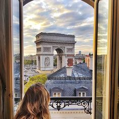 Paris, France ...  #paris #france #europe  This wonderful  picture is by : @framewithaview.
