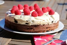 Brownie med oreokrem Norwegian Food, Let Them Eat Cake, Cravings, Ale, Cheesecake, Food And Drink, Ethnic Recipes, Decoration, Tips