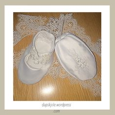 Check out Christening shoes embroidered, size on multisaker Christening Shoes, My Etsy Shop, Trending Outfits, Unique Jewelry, Sneakers, Handmade Gifts, Explore, Shopping, Vintage
