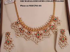Check Out These Small (& Stunning) Gold Necklace Designs Simple Necklace Designs, Pearl Necklace Designs, Gold Earrings Designs, Gold Jewellery Design, Gold Designs, Antique Jewellery, Small Necklace, Short Necklace, Collar Necklace