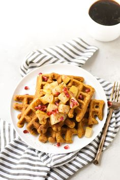 Pumpkin Buckwheat Waffles with Caramelized Pear - pumpkinandpeanutbutter Pumpkin Spice Syrup, Pumpkin Puree, Vegetarian Breakfast, Vegetarian Recipes, Healthy Recipes, Whole Grain Pancakes, Buckwheat Waffles, Pumpkin Waffles, Sugar Sprinkles
