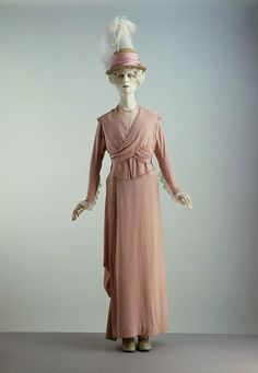 English day dress, ca. 1913. I love this look. Edwardian is my second favorite style era after the 50's. Today.