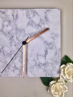 Simple DIY for a marble and rose gold clock