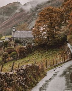 Adding this one to the bucket list! The Lake District in north west England, a mountainous region with old stone cottages that look as… Places To Travel, Places To See, Wonderful Places, Beautiful Places, Front Garden Landscape, Stone Cottages, British Countryside, England And Scotland, Old Stone