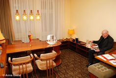 """Since 2010 you can do a nostalgic trip to the DDR. The """"Galerie Hotel Leipziger Hof"""" (Hedwigstraße 1-3) offers a 60 qm premium room in DDR style. The furniture originates from the old """"Gästehaus des Ministerrates und Politbüros der DDR"""": www.leipziger-hof.de"""