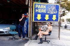 Fotógrafa Erica Simone cria série de autorretratos nua no meio de Nova Iorque - Mais em https://catracalivre.com.br/geral/design-urbanidade/indicacao/fotografa-cria-serie-de-autorretratos-nua-no-meio-de-nova-iorque/ (via Catraca Livre)