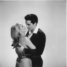 Fun in Acapulco = 1963 - Photo Presse - Elvis Presley et  Ursula Andress