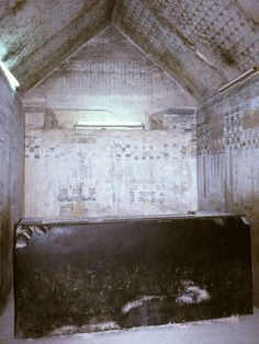 Funerary chamber of Unas' pyramid Pharaoh of Egypt. Reign: 2375–2345 BC, 5th Dynasty. He was the last ruler of the 5th dynasty. Unas is believed to have had two queens, Nebet and Khenut, based on their burials near his tomb.
