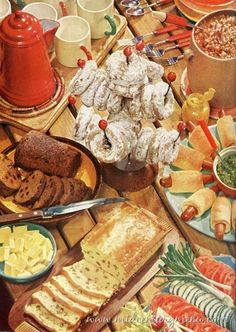 Mid-Century Brunch – 1956 Betty Crocker Picture Cookbook – 1956 Love the way they displayed food back then – so creative! Hot Brown, Retro Recipes, Vintage Recipes, Breakfast Photography, Food Photography, Vintage Baking, Vintage Food, Dessert Illustration, Food Wallpaper
