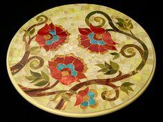 Prato giratório de 50cm de diâmetro  Mosaico em vidro colorido sobre MDF.  Ideal para uso em ambientes internos. R$ 680,00