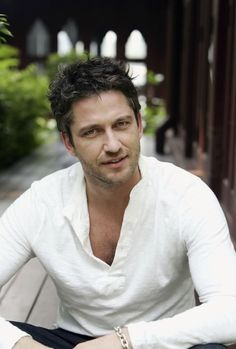 gerard butler photo-loved him in Timeline and Phantom of the Opera