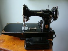 Singer Featherweight 221-1 sewing machine case and accessories circ. 1940