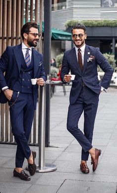 Easily create a modern casual style for men for the coming s Mens Fashion Wear, Suit Fashion, Mens Suit Vest, Mens Suits, Blazer Suit, Mode Costume, Style Masculin, Stylish Mens Outfits, Well Dressed Men