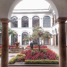 A very pleasant courtyard at Botero Museum in Bogota Colombia. Um pátio muito agradável no Museu Botero na capital colombiana.  #Bogotá #Colombia #museum #southamerica #sudamerica #museu #botero #art #travel #viajar #viagens #tourism #turismo #путешествия #instagreat #instatravel #blogger #fotododia #photooftheday #picoftheday #traveller #travelwithpedro #instaviagem #travelblogger #viajante #medellin by travelwithpedro