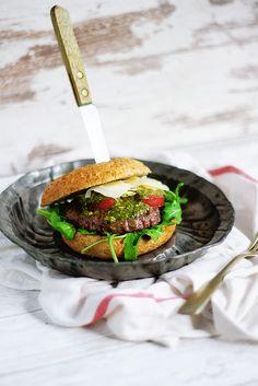 Włoski burger z domowym pesto