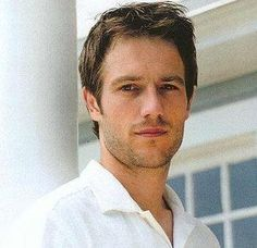 Michael Vartan= awesome actor! (and good looking too...)