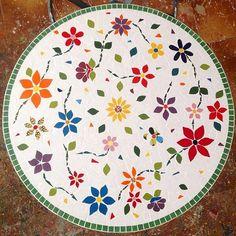 #tbt de uma das mesas de mosaico mais lindas que eu já fiz! E se  prepara que já já venho anunciar a data da semana de mosaico online e gratuita!  #alemdaruaatelier #verokraemer #mesademosaico #mosaico #semanadomosaico #cursodemosaico #aulademosaico