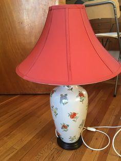 (1) FINN – To ubrukte kinesiske lamper med rød (dus farge) skjerm