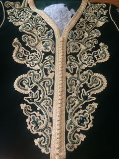 Embroidery Stitches, Embroidery Patterns, Machine Embroidery, Baroque Design, Moroccan Caftan, Embroidered Blouse, Evening Dresses, Womens Fashion, Luxury