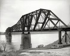 ~1906 - The Mississippi River. Kansas City & Memphis Railway bridge at Memphis, Tennessee.