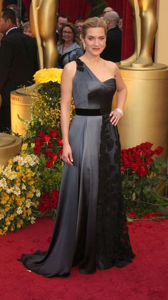 kate winslett in yves saint laurent - oscar red carpet 2009. she's always timeless and beautiful