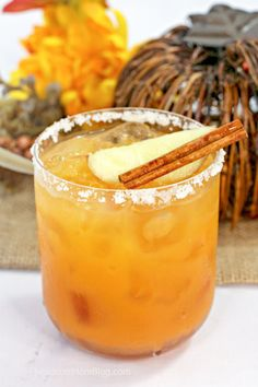 A smooth, sweet, and spicy fall themed cocktail, this Thanksgiving Margarita is a treat for the taste buds! An easy and delcious tequila drink! Thanksgiving Drinks, Holiday Drinks, Winter Cocktails, Winter Drinks, Christmas Drinks, Fall Recipes, Real Food Recipes, Cooking Recipes, Dessert Recipes