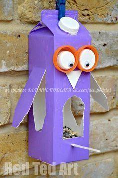 Create bird feeders for the courtyard. Easy Owl Bird Feeder made from a Milk Carton or Juice Carton. A great bird feeder craft for kids. Crafting with Milk Carton Ideas kids. Milk Carton Crafts, Milk Cartons, Crafts To Do, Arts And Crafts, Decor Crafts, Bird Feeder Craft, Birdhouse Craft, Summer Crafts, Craft Activities