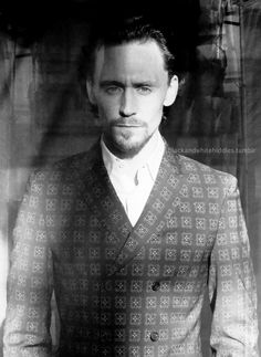 it's been known that Hiddles has perfected that  smoldering look.    from the 1883 photoshoot 2012