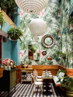 Tropical Wallpaper, DIY Brush Lettering and Have a Happy Weekend! We love Leo's Oyster Bar in San Francisco with its botanical wallpaper. Amazing by Ken Fulk Interior Design. Interior Tropical, Botanical Interior, Botanical Decor, Estilo Tropical, Tropical Style, Tropical Design, Tropical Decor, Tropical Homes, Modern Tropical