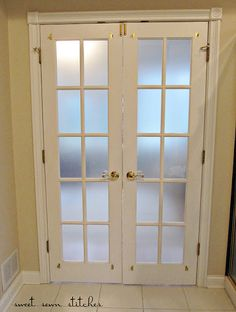 frosted windows with an inexpensive material everyone has in their homes!