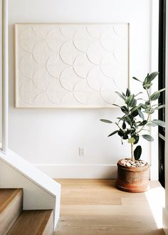 Home Design Drawings white artwork and rubber tree plant in terra cotta pot entryway landing Art Blanc, Wall Decor, Room Decor, Plush Pattern, Interior Decorating, Interior Design, Decorating Games, Home And Deco, Minimalist Home