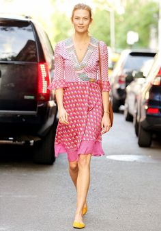 Karlie Kloss Just Wore the Most Figure-Flattering Summer Dress Around. #celebritystyle