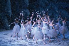 Sugarplum Faries ~ The New York City Ballet performing The Nutcracker at Lincoln Center, New York City. New York Noel, New York Weihnachten, La Bayadere, Mikhail Baryshnikov, George Balanchine, Ballet Companies, New York Christmas, Christmas Dance, Victorian Christmas